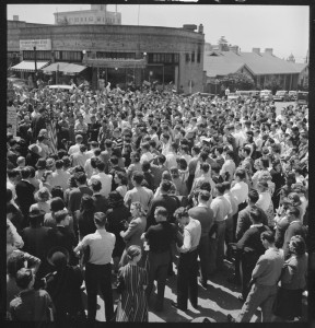 Berkeley,_California._University_of_California_Student_Peace_Strike._About_half_of_the_students_assembled_at_the..._-_NARA_-_532103.tif